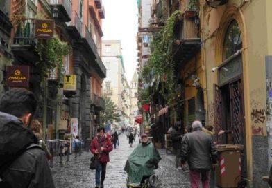 Mirko alla scoperta di Napoli in carrozzina